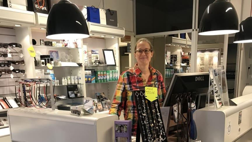 Sedan drygt ett halvår tillbaka driver Frida Lyckman den KlarSynt-anslutna optikerbutiken Västertorp Optik.