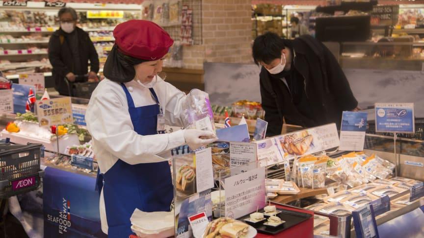 Japanerne elsker norsk makrell, og serverer den gjerne på sandwichen. Foto: Norges sjømatråd