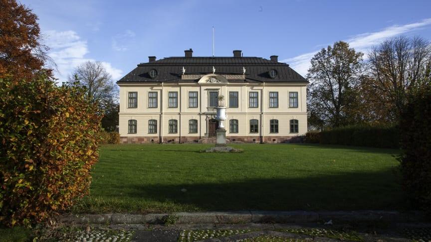 Ny guide om Slotts- och herrgårdsmijlöer i appen Upptäck historien. Här Sturehovs slott i Botykyrka kommun. Foto: Jenny Bergensten.