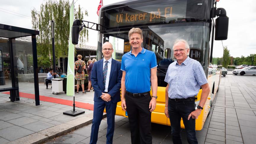Foto: Fra venstre mod højre Peter Lanng Nielsen, administrerende direktør for busoperatøren Keolis, Borgmester Jesper Würtzen (A) og Jens Minnet, formand for Skovlunde Lokalråd.