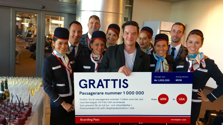 Daniel Holmgren blev Norwegians passagerare nummer 1 000 000 som flugit med bolagets långlinjer till och från Stockholm Arlanda
