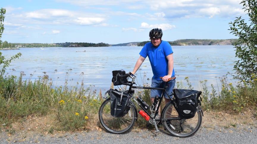 Kristian cyklar jorden runt för demensforskningen