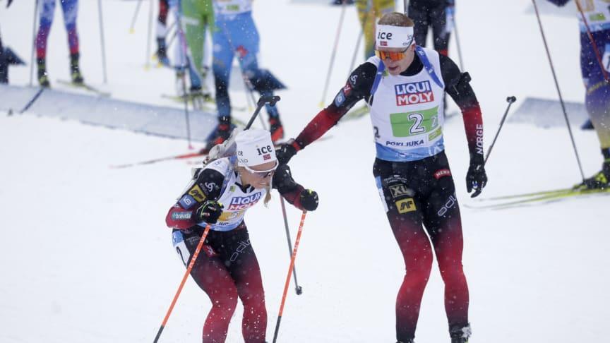 KLARE FOR PAR-STAFETT: Tiril Eckhoff og Johannes Thingnes Bø skal forsvare fjorårets VM-gull for Norge. Foto: NTB Scanpix