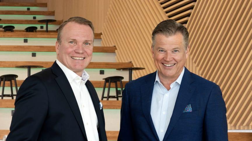 Per Taube lämnar över ordförandeskapet för blivande Arlandastad Group till Peter Wågström (tv)
