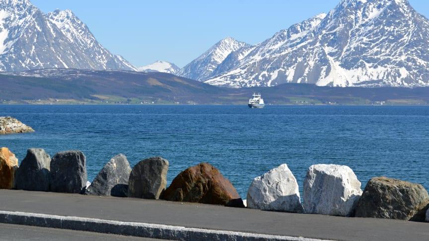 Fergesambandet Svensby–Breivikeidet er ett av sambandene Troms fylkeskommune nå planlegger å elektrifisere.