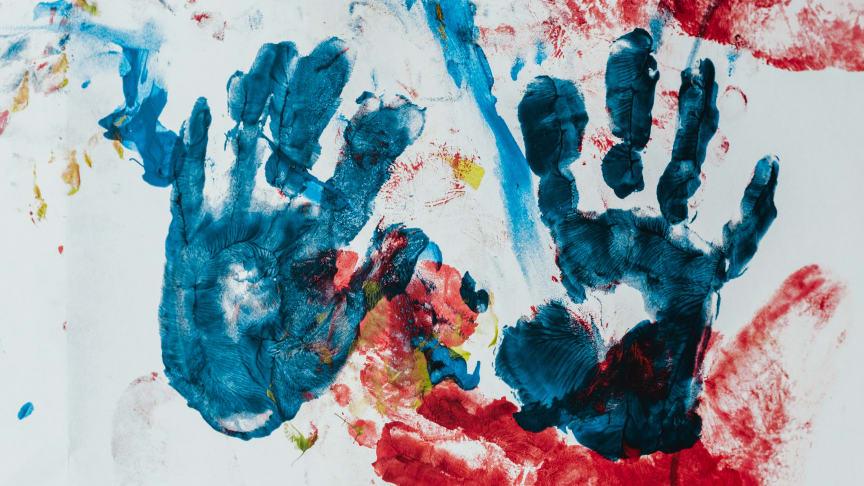 Inngår nytt samarbeid: Elkjøp inngår nytt samarbeid med Barnekreftforeningen for 2021. Foto: Bernhard Hermant / Unsplash.com