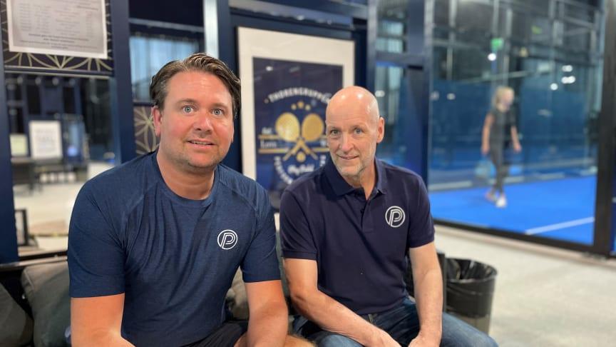 Peter Sjöström och Patrik Eklund, Umeå Padel Performance, ser fram emot att tillsammans med Thoren Business School Umeå slå upp portarna för ett nytt Padelgymnasium för att möta den ökade efterfrågan bland unga Padelspelare.