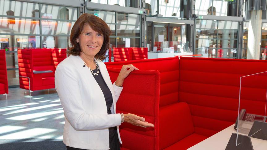 Vorstandsmitglied Marlies Mirbeth lädt alle Kunden zu einem Finanzberatungsgespräch ein.