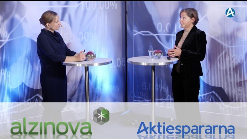 Till vänster: Amanda Termén, moderator för Aktiedagen, till höger: Kristina Torfgård, VD ALzinova