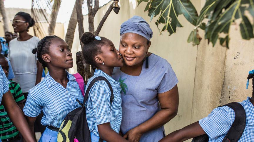 Barn i Strängnäs möter barnrättskämpe från Haiti, emot slaveri och fattigdom