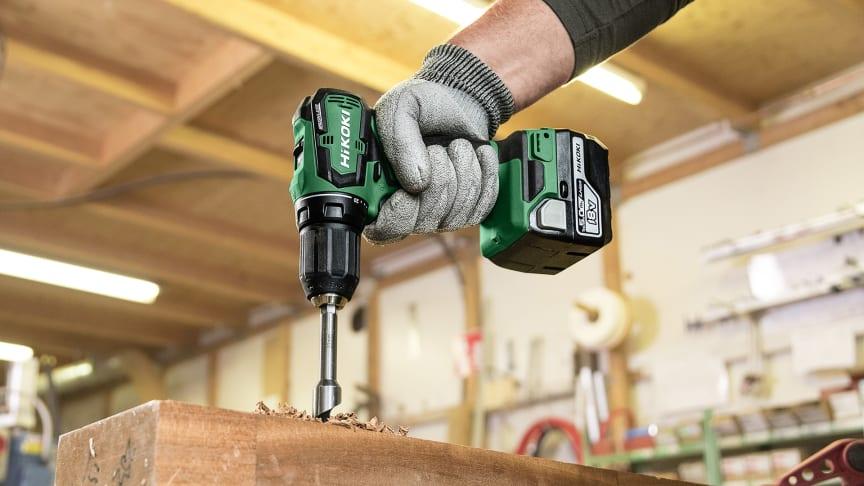 Pieni ja kevyt akkuporakone ruuvien kiristykseen ja irrottamiseen, sekä poraamiseen mm. puuhun, teräkseen, muoviin ja alumiiniin.