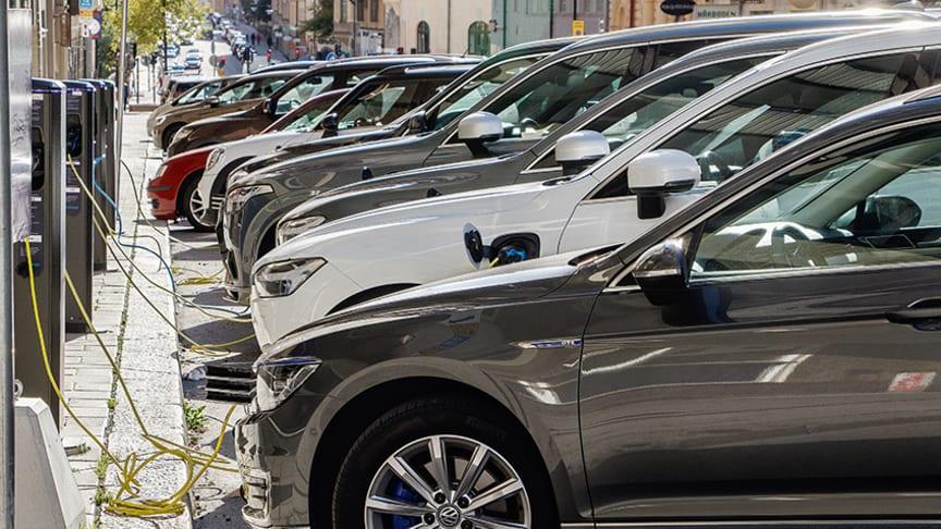 Två procent av alla personbilar är laddbara