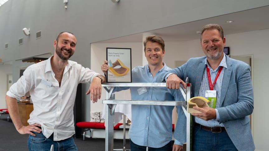 Vinderne af Dansk Supply Chain's Start-up Pris 2019, danske SpaceInvader, som har opfundet og patenteret et pallestativ, der gør det muligt at spare plads, penge og CO2. Fra venstre: Mads Klie-Holde, Jesper Rølund, og Steen Frederiksen.