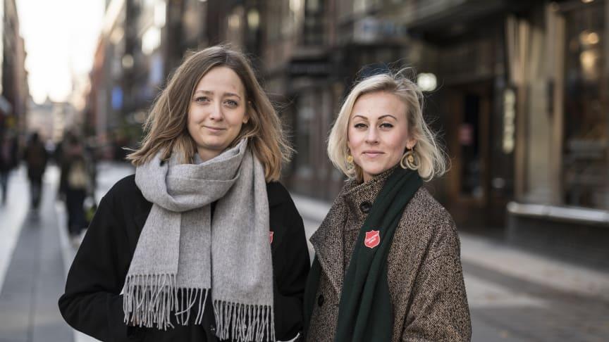 Lovisa Landälv, utbildningssamordnare, och Emma Cotterill, nationell samordnare för Frälsningsarméns arbete mot människohandel. Foto: Jonas Nimmersjö