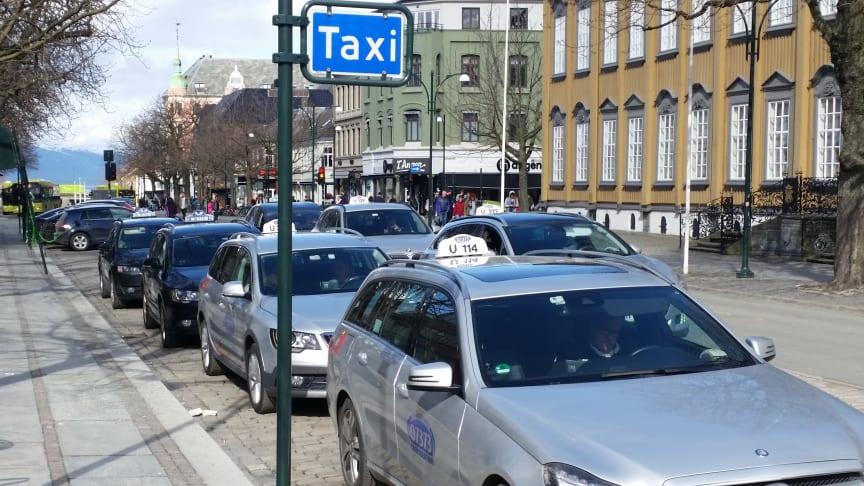 Trøndelag er en av fylkeskommunene med en bevisst taxipolitikk, men hva blir spillerommet etter lovendringen fra neste år? (Arkivbilde fra Trondheim)