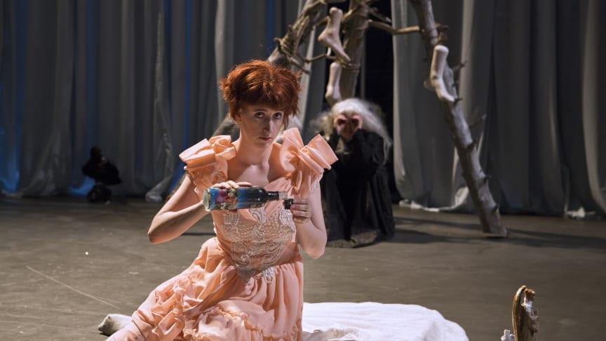 Scenekunstneren Lisa Lie mottok kunstnerstipend «Diversestipend» for 2019. Foto: Vigdis Haugtrø, Trøndelag Teater.