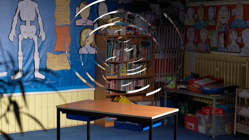 Stillbild, Wendy McMurdo, Indeterminate Objects (Classrooms), 2017