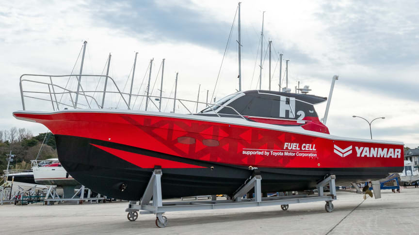 Demonstration test boat with maritime fuel cell system
