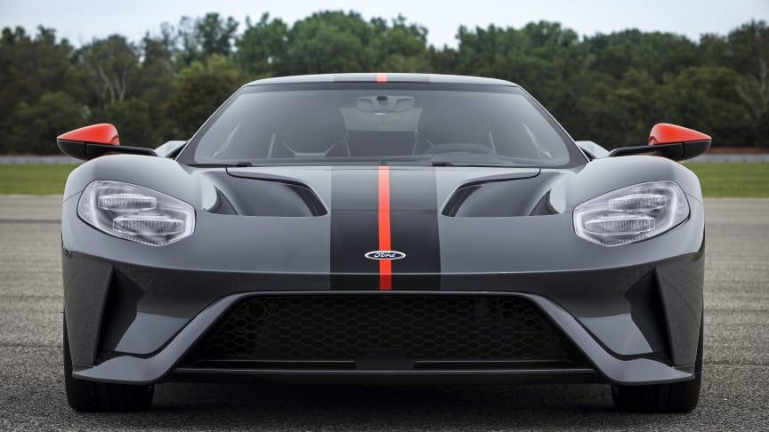 Nya Ford GT Carbon Series blir Fords lättaste superbil – med komfort till och från banan