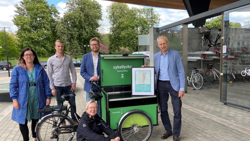 Ansvariga för stadens cykelsatsningar firar tredjeplatsen. Foto Lotta Wittinger