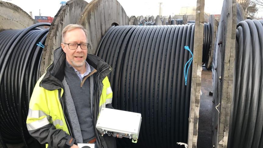 Magnus Sjunnesson på Öresundskraft visar Smart Cable Guard, ett system för att upptäcka fel i elkablar.