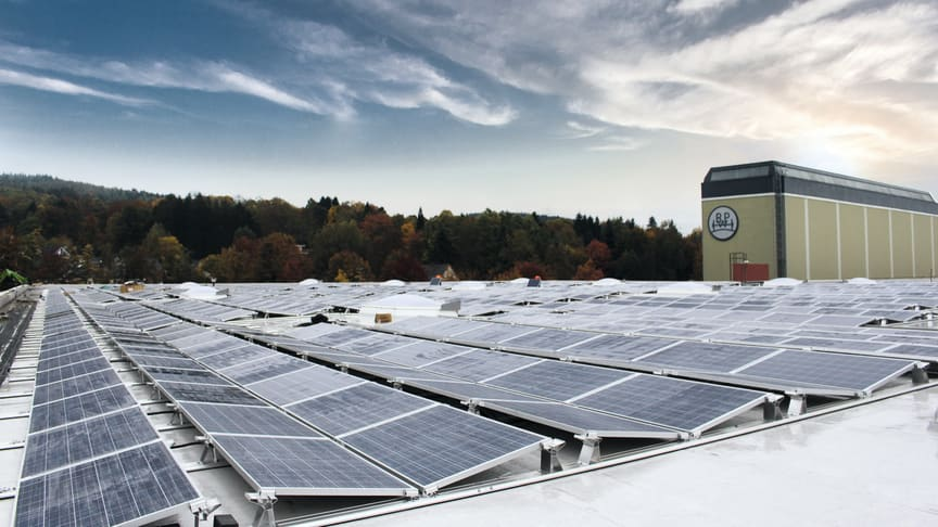 A factory roof at the works in Wiehl accommodates a 3,100-sqm photovoltaic system.