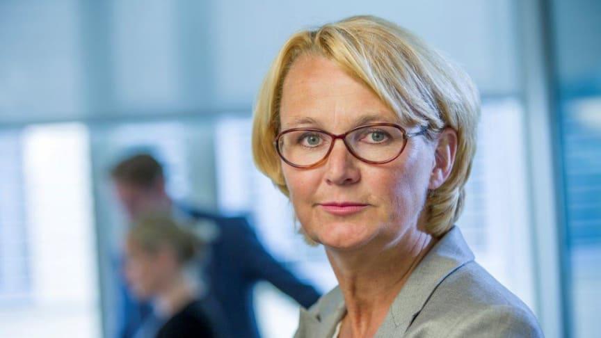 Sjef for Lindorff Norge, Anette Willumsen, oppfordrer alle til å planlegge forbruket i julen etter evnen til å betale for det.