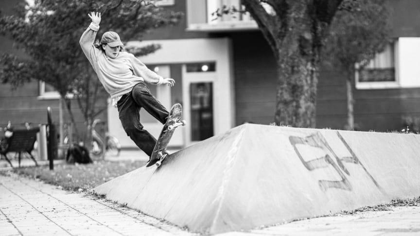 Skate Malmö Street 2020 pågår fram till 16 augusti. Skatare: Moa Zander. Fotograf: Nils Svensson