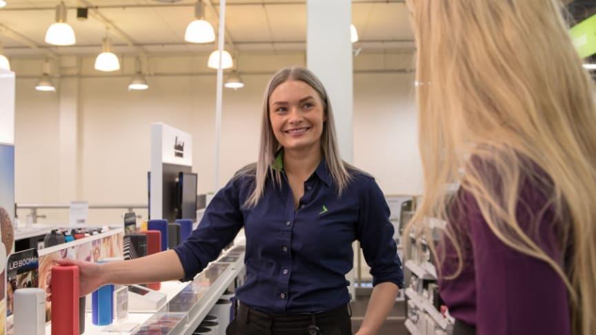 """Under Call Center-dagene vant Elkjøp prisen for """"Årets kundeservice"""" innen kategorien elektro. Foto: Rune Dyrhaug/Elkjøp"""
