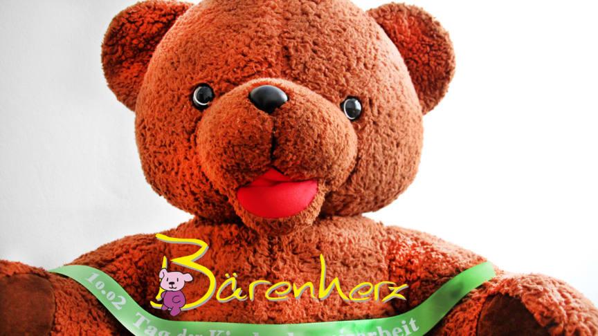 Kleiner Outdoor-Flohmarkt - Kinderhospiz Bärenherz trödelt bei Brot & Kees im Park