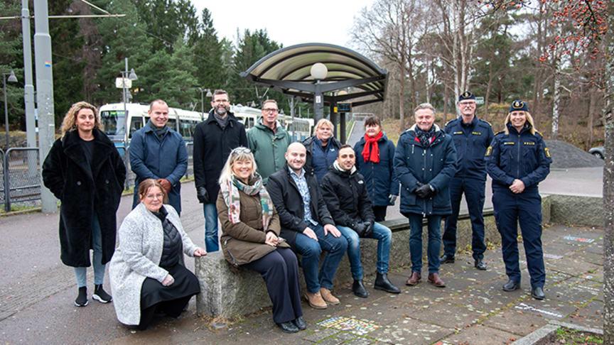 Fastighetsägare, stadsdelen och polisen samlades i dag på Komettorget för att skriva under på ett samarbete för ökad trygghet i Bergsjön.