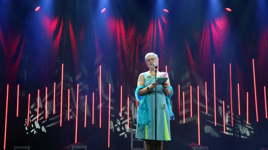 Hilde Bjørkum under opninga av Førdefestivalen 2018, hennar siste som direktør.