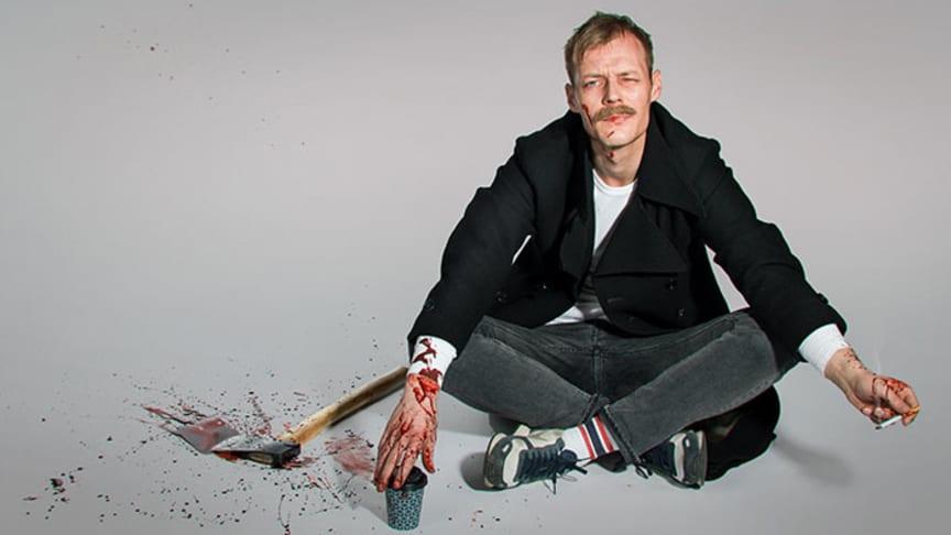 Preben Hodneland fyller rolla som Raskolnikov i framsyninga som er basert på Dostojevskijs klassiske roman. Foto: Eirik Malmo.