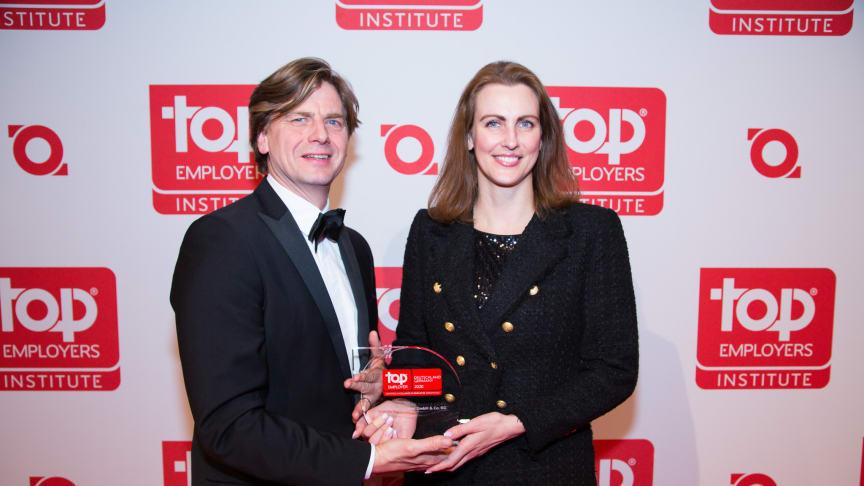 Ellen Fischer, Talent Acquisition Manager, nahm die Auszeichnung für AbbVie entgegen.