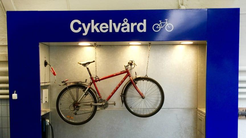 OKQ8 underlättar för Stockholms cyklister – öppnar cykelvårdsplats vid Slussen