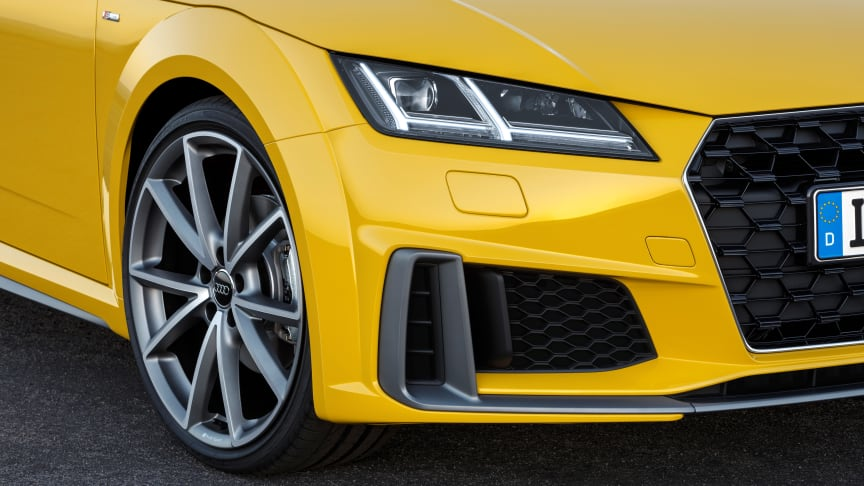 Audi TT Roadster S-line (vegasgul) statisk front close-up