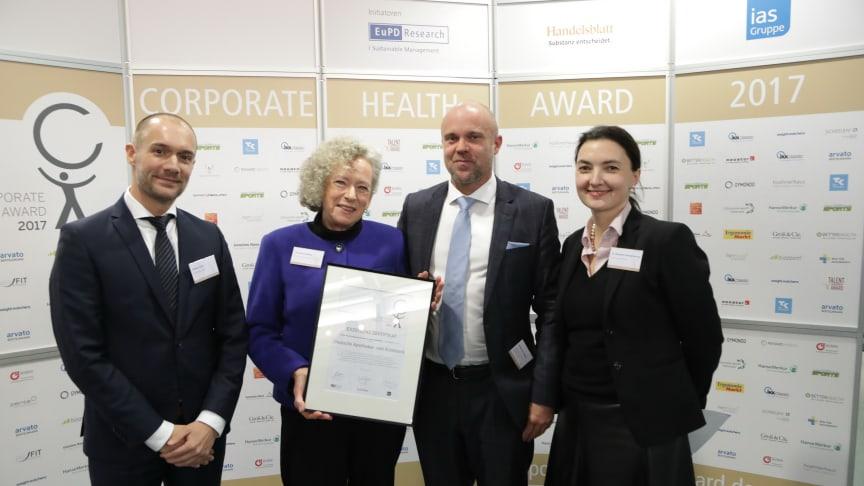 v.l.n.r.: Markus Glatz (Handelsblatt GmbH), Christina Redeker (apoBank), Markus A.W. Hoehner (EuPD Research Sustainable Management GmbH), Dr. Alexandra Schröder-Wrusch (ias Aktiengesellschaft), Foto: ©EuPD Research/Jörn Wolter