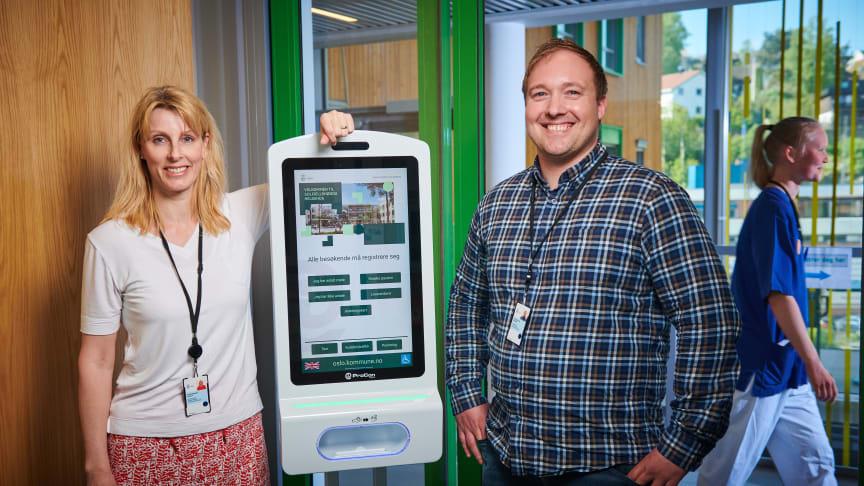 Institusjonssjef hos Solfjellshøgda Helsehus i Oslo kommune, Irene Gynnild Ponton og Kai Inge Gram Solheim, prosjektleder digitalisering og velferdsteknologi, er godt fornøyd med den valgte Digitale HelseVert-løsning fra Procon Digital.