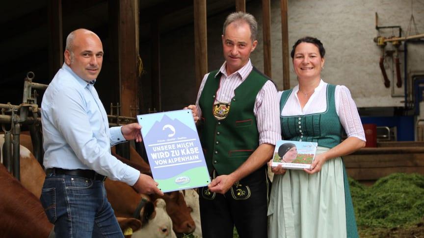 Ab dem 1. Juli beliefern rund 250 Bauernhof-Partner aus der Region die Familienkäserei mit frischer Alpenmilch