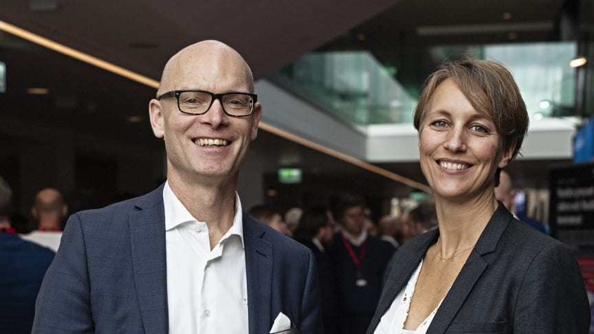 Fredrik Carlund, Key Account Manager på Optidev och Ulrica Phillips, Product Manager för MyPack Home & SameDay på PostNord