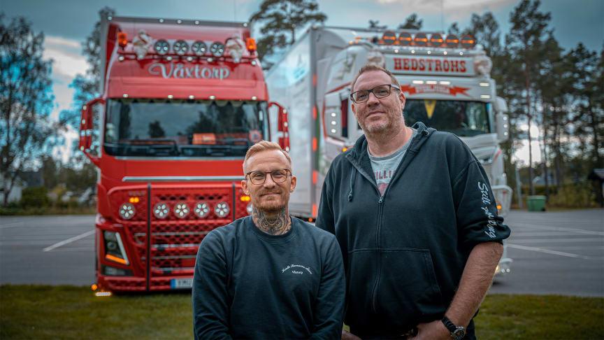Strands-ambassadörerna Filip Berg och Fredrik Hultman, som tillsammans med Strands kör för Barncancerfonden.