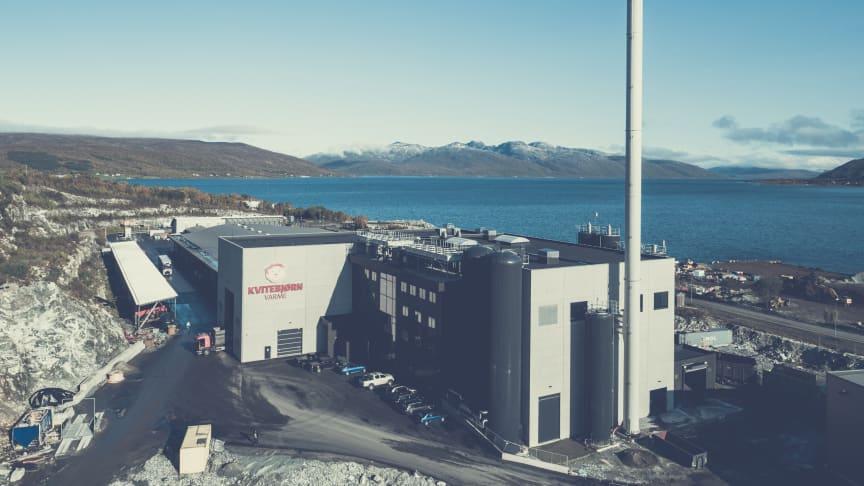 VARMER OPP: Snart kan enda flere innbyggere på Tromsøya få fjernvarme fra Kvitebjørn Varmes anlegg på Skattøra (Foto: Kvitebjørn Varme).