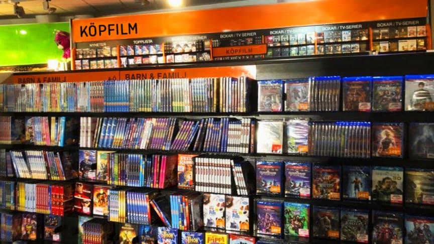 Utbudet av köpfilm på Hemmakväll ses över. Från och med nästa år trimmas butikernas hyllor för en mer upplevelsebaserad handel och ett större utbud av samlarfigurer.