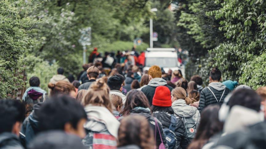 Schülerinnen und Schüler ziehen 2019 im Rahmen der Tagung ‹Courage› nach Basel, Schweiz (Foto: (c) Jugendsektion)