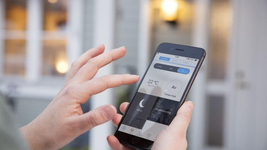 Umeå Energis startpaket för smarta hem heter Smart Start och styrs via appen Umeå Energi Hemma