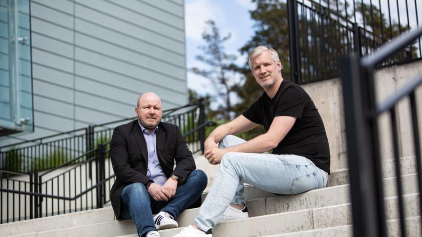 Petter Sigvaldsen och Markus Sulkuporo har utvecklat en digital process och ett verktyg för ledarskap och medarbetarskap. Foto: Svante Olsson.