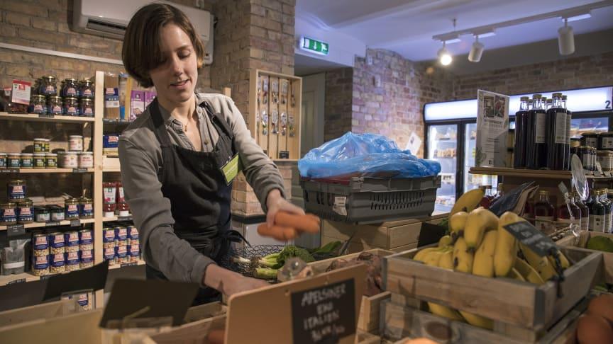 Ett av föreningens mål är att butiken ska vara komplett, det vill säga att det ska gå att göra alla sina vanliga matinköp här. Bild: David Lundin