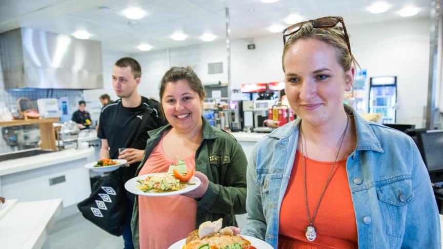 Studentene er fornøyde med servicen på studentkafeene.