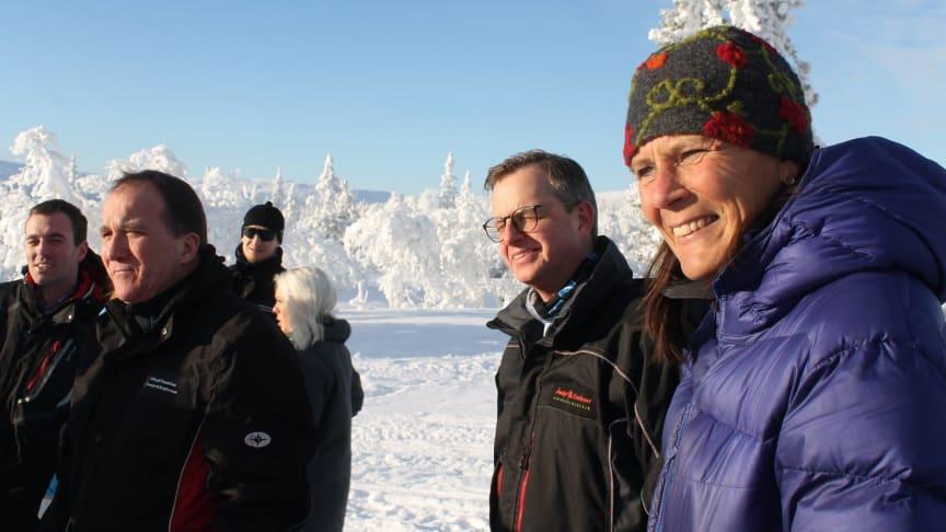 Storhogna Högfjällshotell & Spas platschef, Anna Hansson tillsammans med Statsministern och Näringsministern