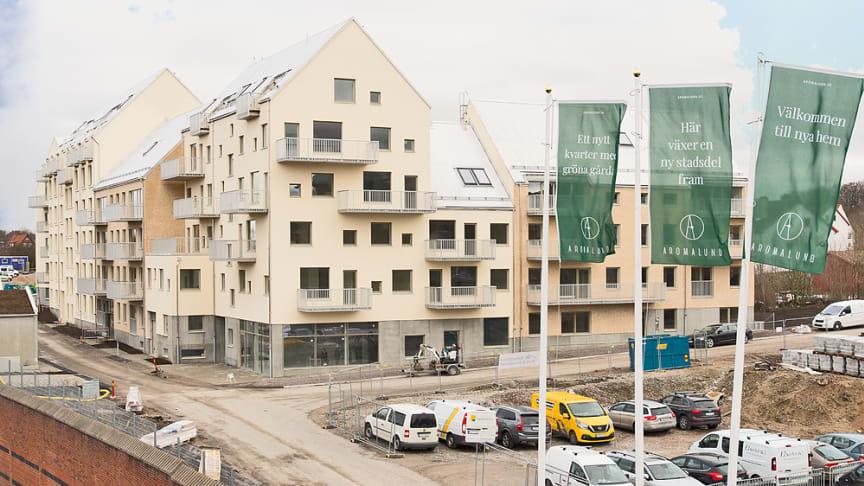Första personerna får flytta in i sina lägenheter i Aromalund, mars 2021.
